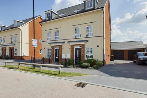 3 bedroom semi-detached house for sale - Fullbrook Drive, Basingstoke