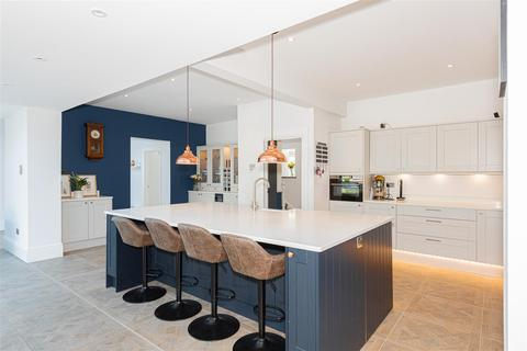 4 bedroom house for sale - Dunraven Avenue, Redhill