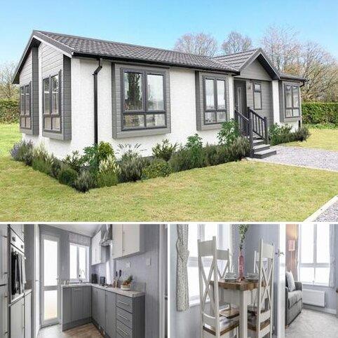 2 bedroom detached house for sale - Hordle SO41 0JB