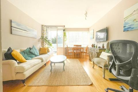 2 bedroom apartment for sale - Wilkins House, Churchill Gardens, SW1V