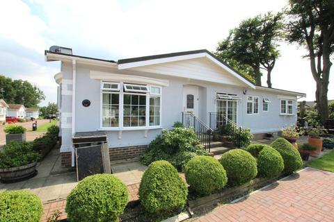 2 bedroom bungalow for sale - Pilgrims Close, Harrietsham, Maidstone