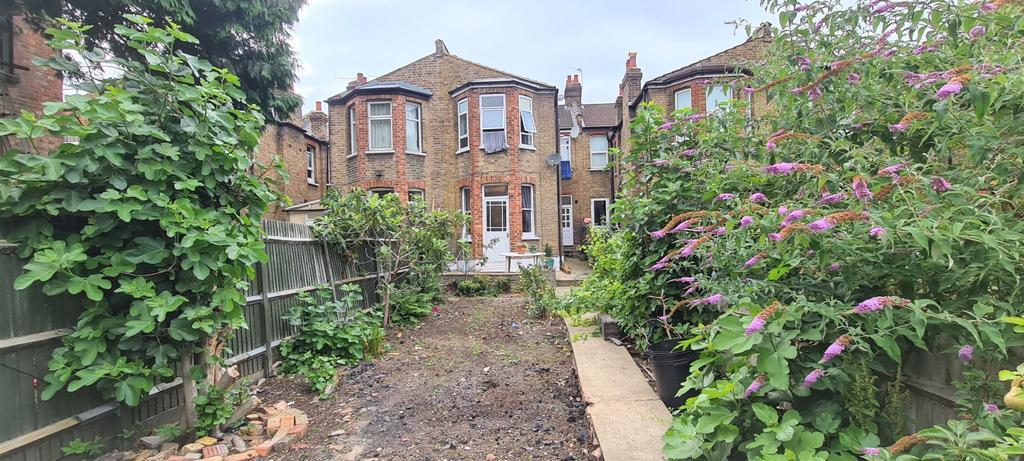 2 Bedroom Ground Floor Converted Garden Flat