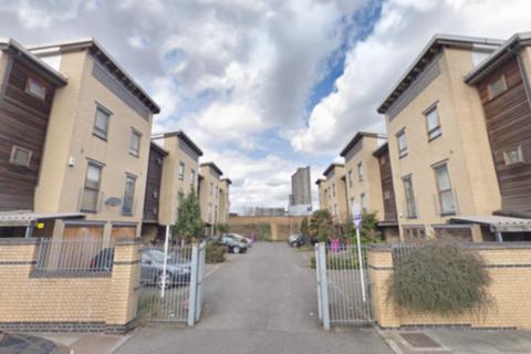 1 bedroom in a house share to rent - Indigo Mews, Ashton Street, London E14
