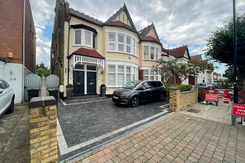 Studio to rent - The Mall, Southgate