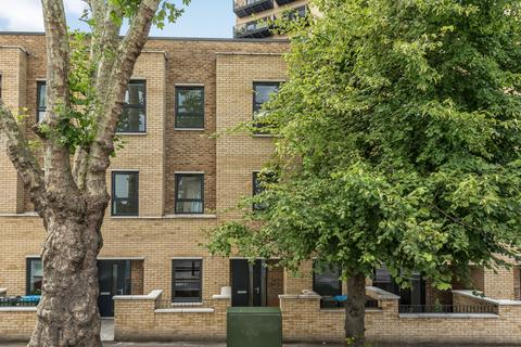 3 bedroom townhouse to rent - Brookhill Road London SE18