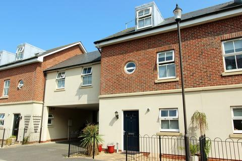 4 bedroom townhouse for sale - Trafalgar Drive, Walmer