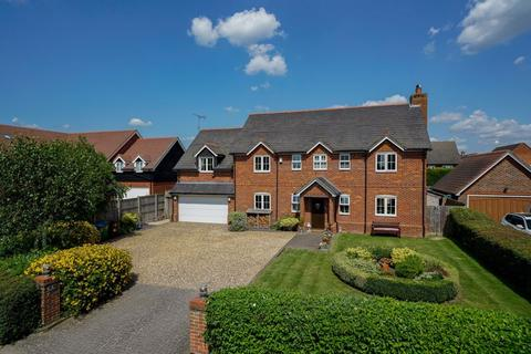 5 bedroom detached house for sale - Beacon View, Northall