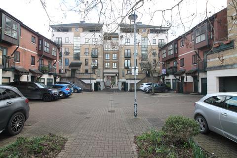 1 bedroom flat for sale - Wesley Avenue, London, E16