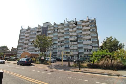 2 bedroom flat for sale - Comyns Close, London, E16