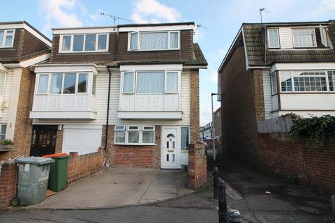 4 bedroom end of terrace house for sale - London, E16