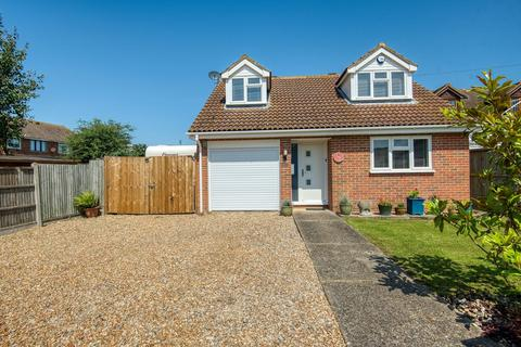 3 bedroom detached bungalow for sale - St. Marys Grove, Whitstable