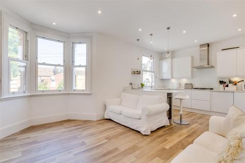 2 bedroom flat for sale - Ashbourne Grove, London, W4