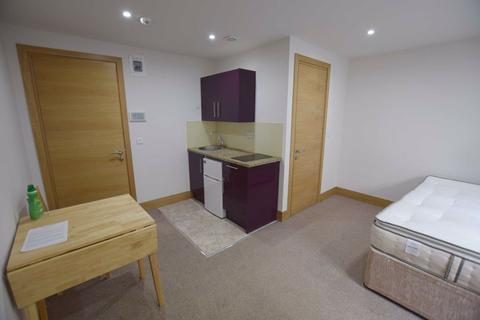 Studio to rent - Sunny Place, Hendon, London