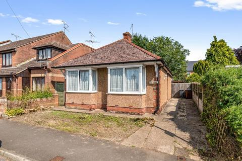 2 bedroom detached bungalow for sale - Dering Road, Ashford TN24