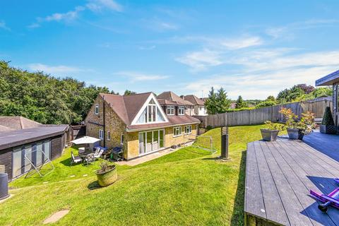 5 bedroom detached house for sale - Downs Way Close, Tadworth