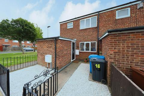3 bedroom end of terrace house for sale - Blake Close, Hull