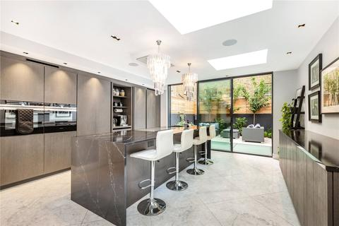 5 bedroom terraced house to rent - Chesilton Road, London