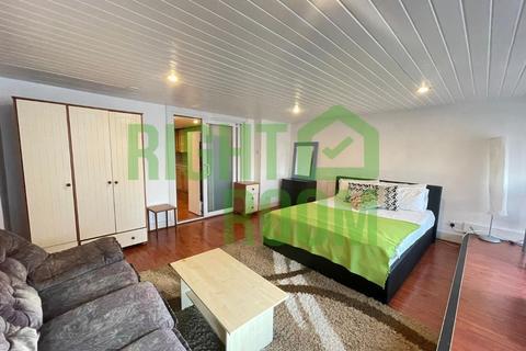 3 bedroom apartment to rent - Lavender Hill, SW11 5QJ