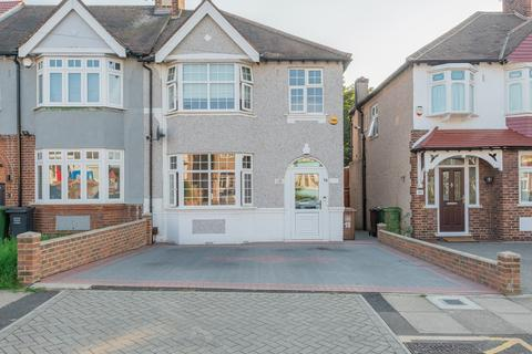 3 bedroom end of terrace house for sale - Milborough Crescent, London, Greater SE12
