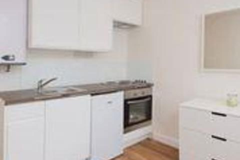 Studio to rent - Bloemfontein Avenue, W12