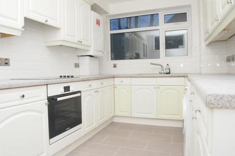 2 bedroom flat to rent - Cambrai Court, Palmers Green, N13