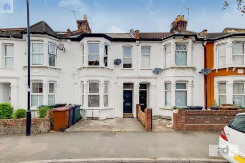 2 bedroom flat for sale - Claude Road, Leyton, E10