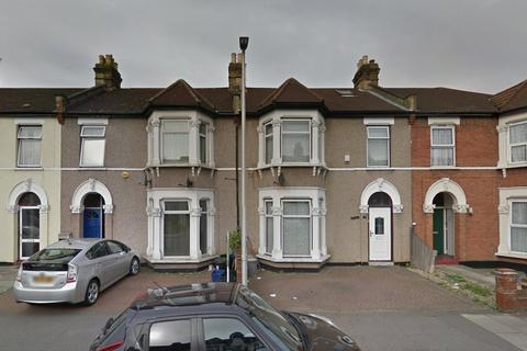 2 bedroom ground floor flat for sale - Seven Kings Road, Ilford