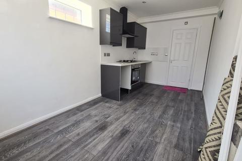 Studio to rent - Vine Lane, Uxbridge
