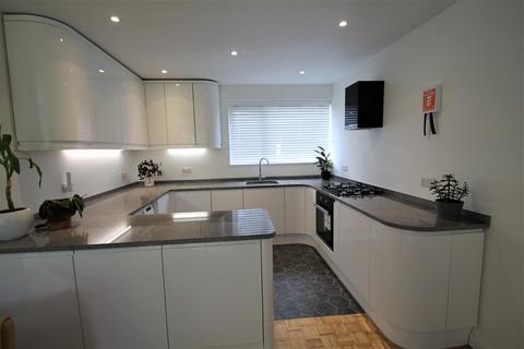 2 bedroom ground floor maisonette to rent - Burnside Close, Barnet