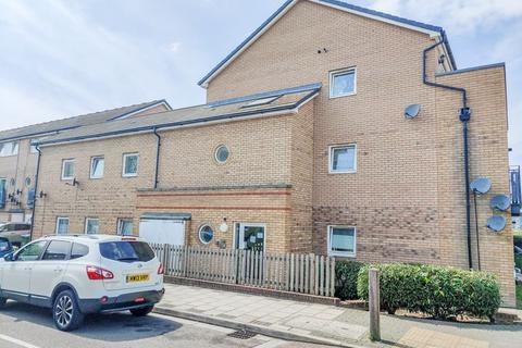 2 bedroom apartment for sale - Miles Drive, West Thamesmead