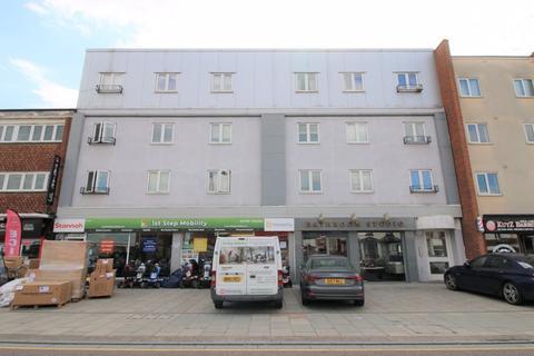 2 bedroom apartment to rent - Victoria Road, Romford