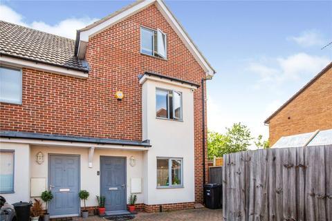 4 bedroom semi-detached house for sale - Foxdene Close, London, E18