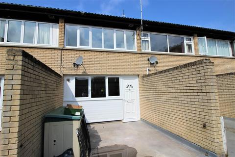 6 bedroom terraced house to rent - Barchester Close, Uxbridge, Middlesex,