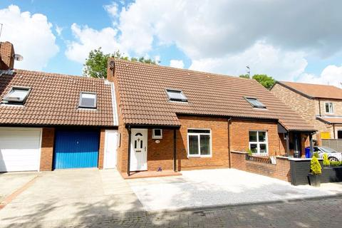 3 bedroom semi-detached house for sale - Hart Hill Crescent, Full Sutton