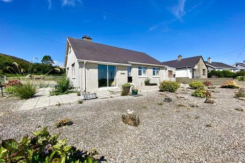 2 bedroom detached bungalow for sale - Mynytho, Pwllheli