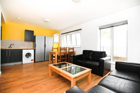 4 bedroom flat to rent - (£90pppw bills included*) Monday Crescent, Newcastle Upon Tyne