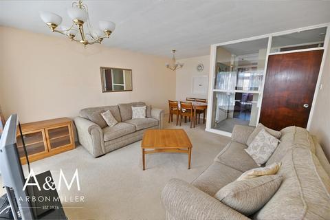 2 bedroom flat for sale - Poplar Way, Barkingside
