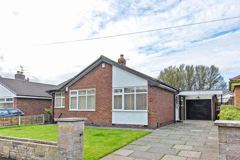 3 bedroom detached bungalow to rent - Balmoral Road, Flixton, Manchester, M41