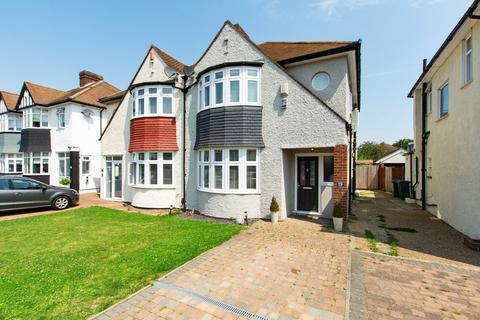 3 bedroom semi-detached house for sale - Castleford Avenue, London, SE9