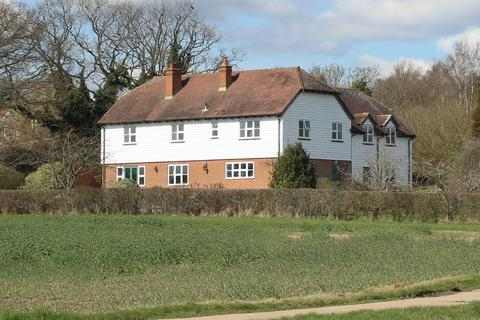 5 bedroom detached house to rent - Priory Farm House, Lossenham Lane , Newenden TN18 5QQ