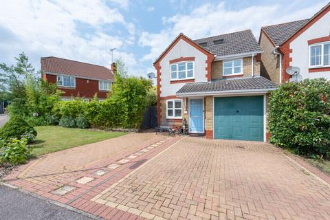 4 bedroom detached house for sale - Corfe Way, Farnborough, GU14