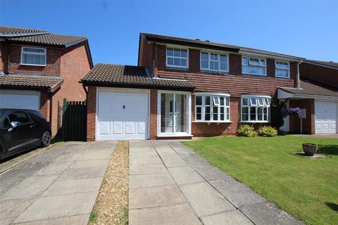 3 bedroom semi-detached house for sale - Wodhams Drive, Brackley, NN13
