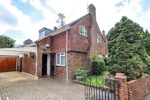 3 bedroom detached house for sale - Vicarage Road, Staines-upon-Thames, TW18
