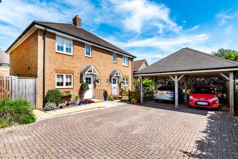 3 bedroom semi-detached house for sale - Charters Close, Four Marks, Alton, GU34