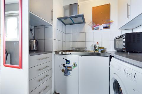 Studio to rent - Shaftesbury Place , Brighton BN1