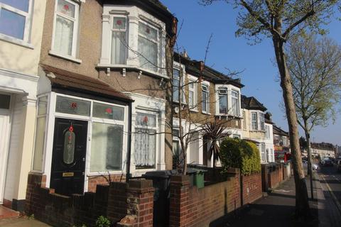 3 bedroom flat to rent - Markhouse Road, LONDON, E17