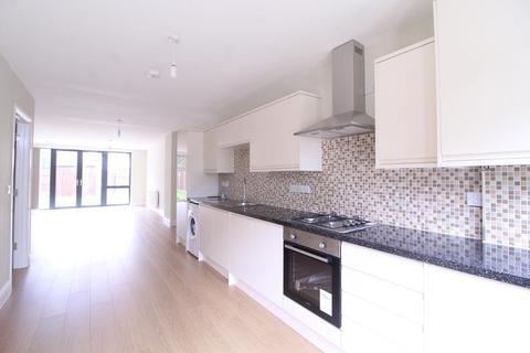 4 bedroom semi-detached house to rent - Aldersbrook Road, LONDON, E12