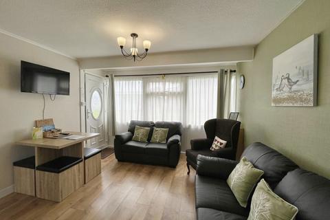 2 bedroom chalet for sale - Sundowner, Newport Road, Hemsby