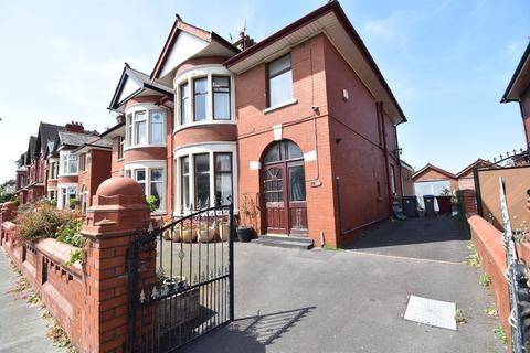 3 bedroom semi-detached house for sale - Broadway, Blackpool, FY4