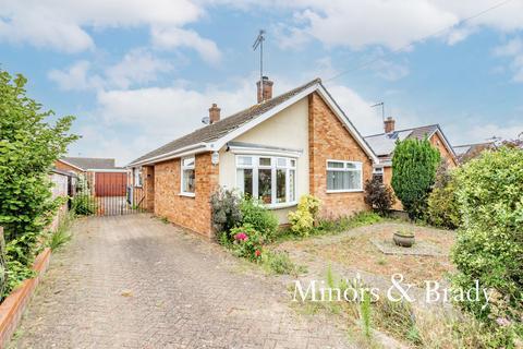 4 bedroom detached bungalow for sale - Denton Drive, Lowestoft